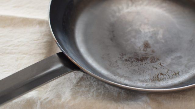 釜浅商店の鉄打出しフライパンの使い始める時の方法